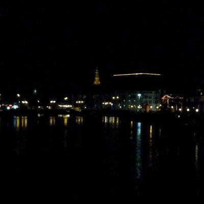 Amstel ırmağındaki Cılız Köprü'den görünüş.
