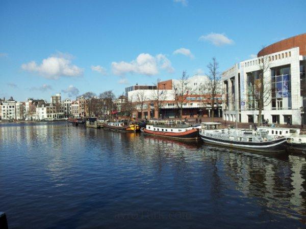 2013 Şubat 22 - Amsterdam çok soğuk ama güneşli - Köprüden Devlet opera ile balesi yapısı