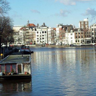2013 Şubat 22 - Amsterdam çok soğuk ama güneşli - Bir köprüden Stopera'nın solu.